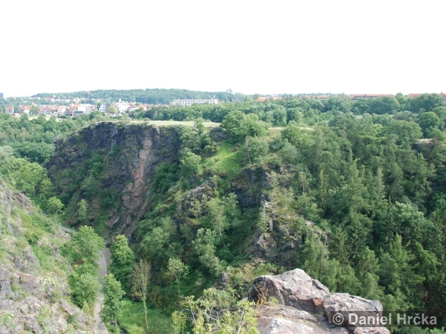 DIVOKÁ ŠÁRKA, ŠESTÁKOVA SKÁLA – přírodní rezervace